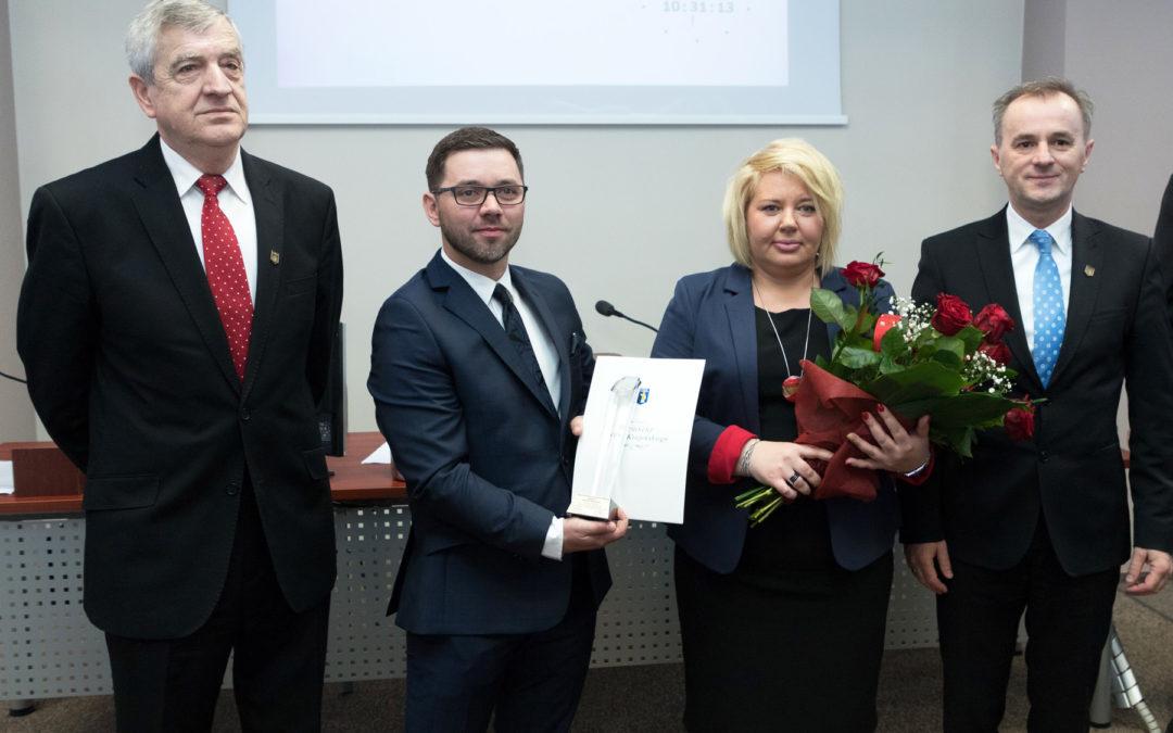 """FIRMA KAAD Z TYTUŁEM """"PRZEDSIĘBIORCA ROKU""""."""